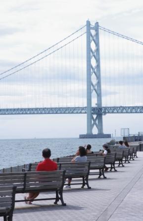 明石大橋を望む