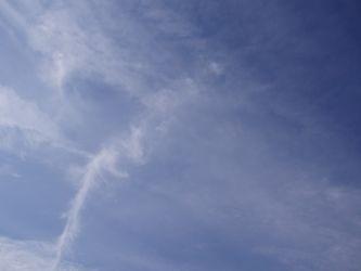 高く青い空