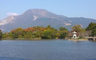 三島池から伊吹山を望む