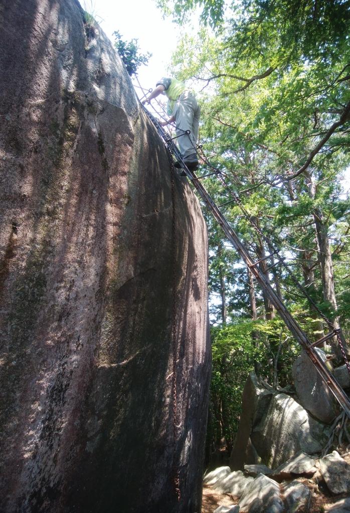 天狗倉山頂へのはしご