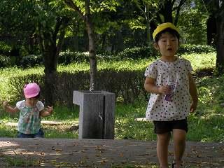公園で存分に遊ぶ