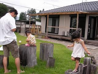 みんなとお庭で遊ぶ