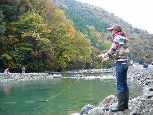 紅葉の中管釣りの釣り開始