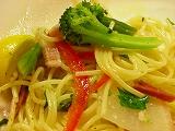 野菜たっぷりのガーリック風味パスタ