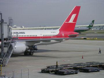 上海航空B575-200、また小さい飛行機かよ