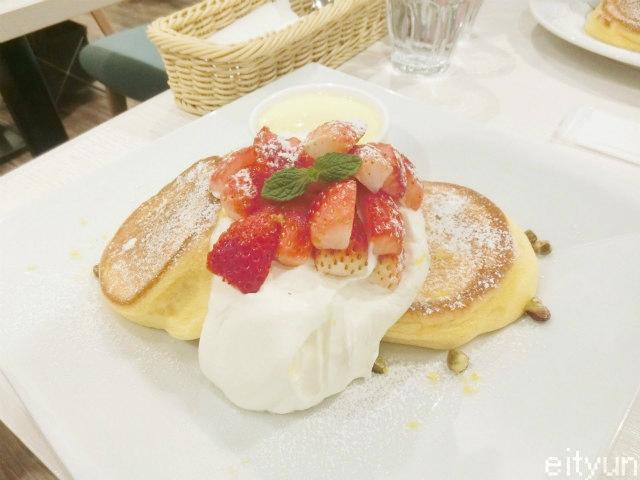 幸せのパンケーキ@いちご1~WM.jpg