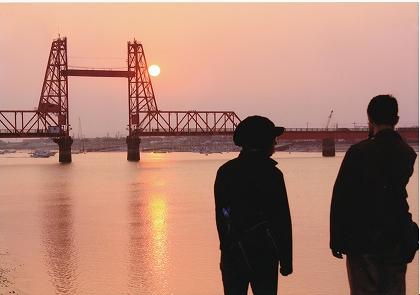 昇開橋に沈む太陽(平田昌之)
