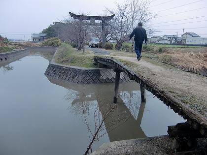 大藪三島神社の参道橋(大木町)