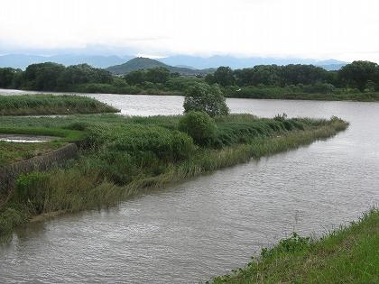宝満川と花立山