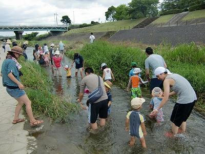 高良川で川遊び