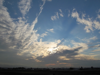 大堰神社小石原川から高良山夕日