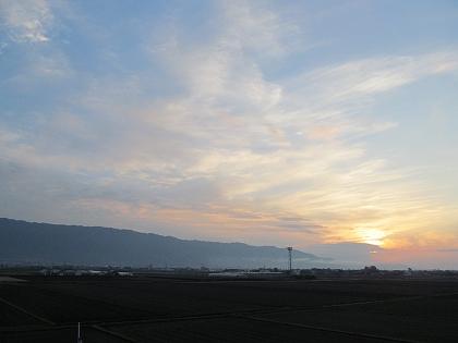 耳納連山高良山に落ちる夕日