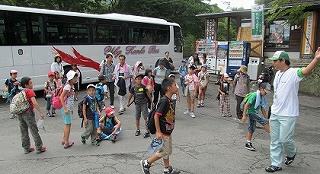 星野村にバス到着