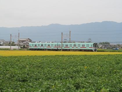 筑後平野を行く西鉄電車