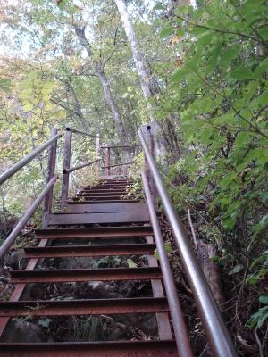 長い鉄階段