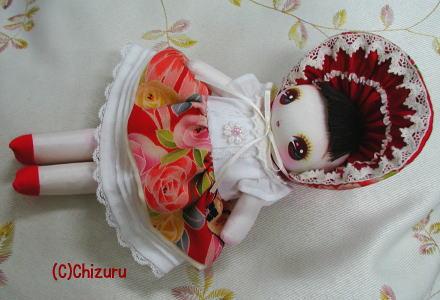 薔薇柄の服の文化人形