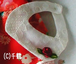 赤いバラがワンポイントです