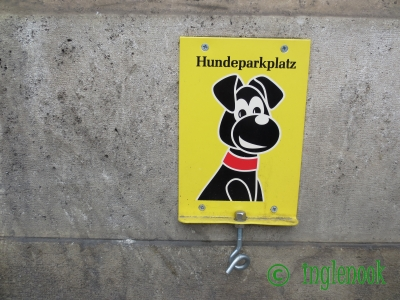 hundeparkplatz オーストリア ウィーン 犬の駐車場 ドッグパーキング