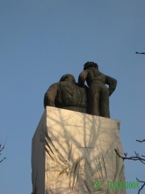 サン=テグジュペリと星の王子さまの銅像