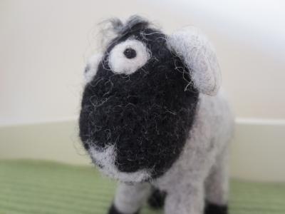 エストニア 羊毛フェルト 羊 ひつじ