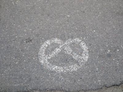 ウィーンの路上 プレッツェルの落書き