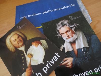 ベルリン・フィルのお皿洗いをするバッハとひげをそるベートーベンの絵葉書
