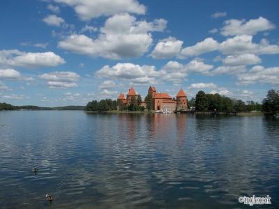 トゥラカイ城 湖に浮かぶ古城