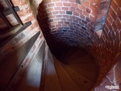 トゥラカイ城 宮殿 らせん階段