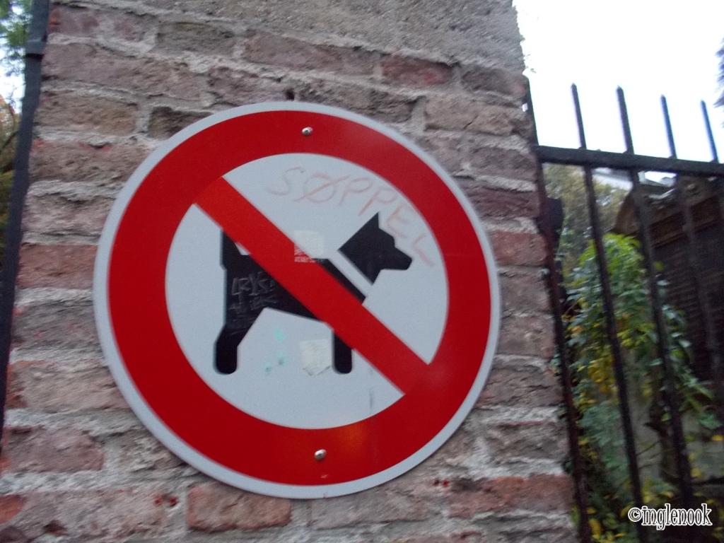 犬 お断り ドイツ ミュンヘン 教会入口