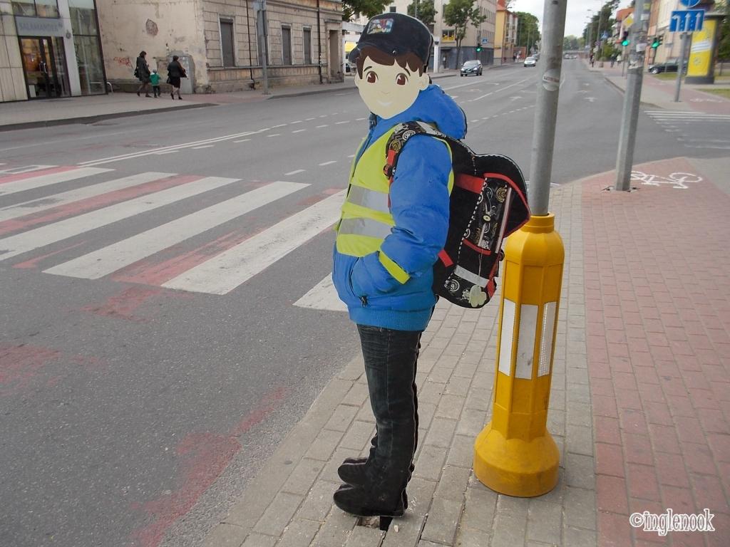 飛び出し注意 交通安全 歩行者注意 看板 リアル 写真 リトアニア クライペダ