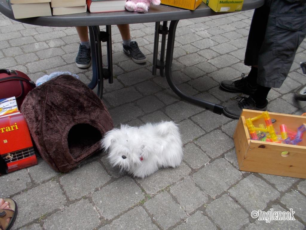 白い犬 ぬいぐるみ フリーマーケット ドイツ ミュンヘン