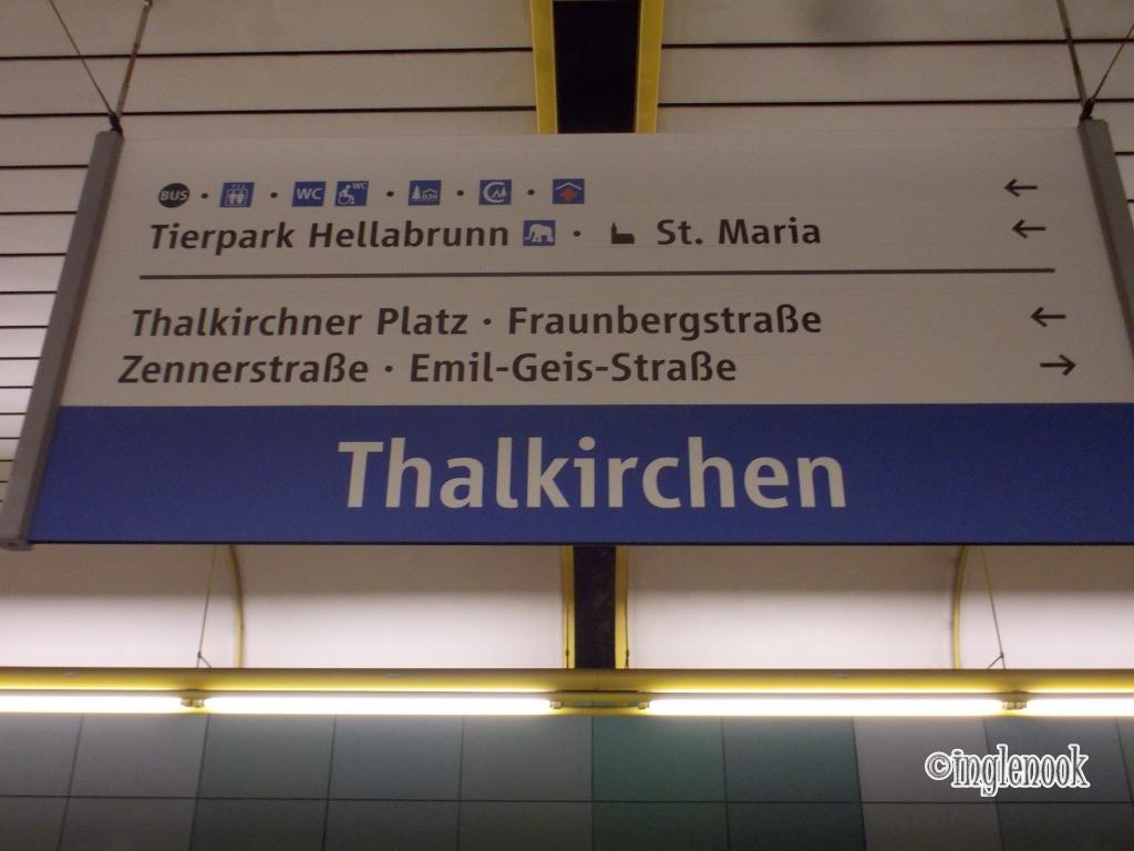 タールキルヒェン Thalkirchen Tierpark 駅の看板