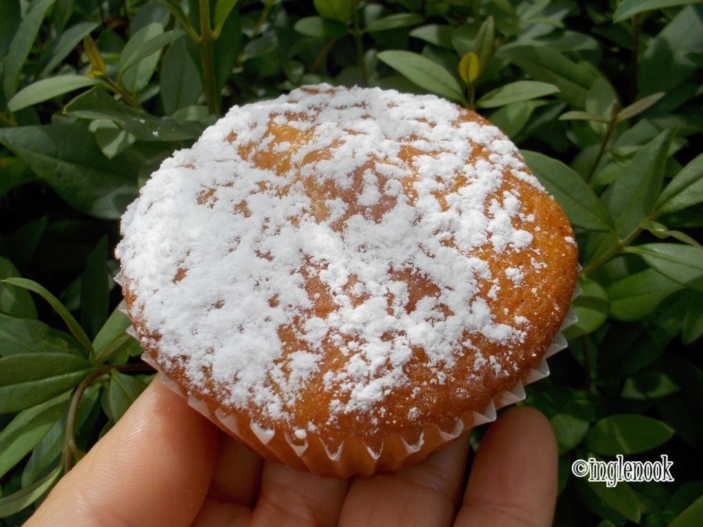 りんごのカップケーキ Hofflohmarkte ホフフローマルクト 中庭 蚤の市 フリーマーケット ミュンヘン