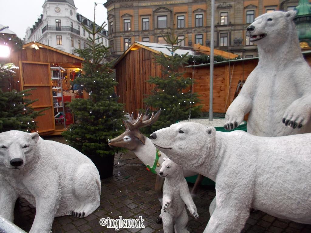 白クマファミリー コペンハーゲン クリスマスマーケット コンゲンス・ニュートーゥ広場 Kongens Nytorv