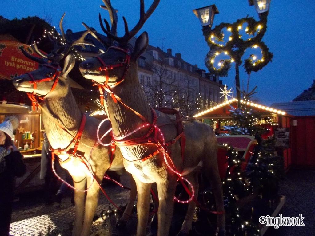 そりを引くトナカイ コペンハーゲン クリスマスマーケット ホイブロ広場 Højbro Plads