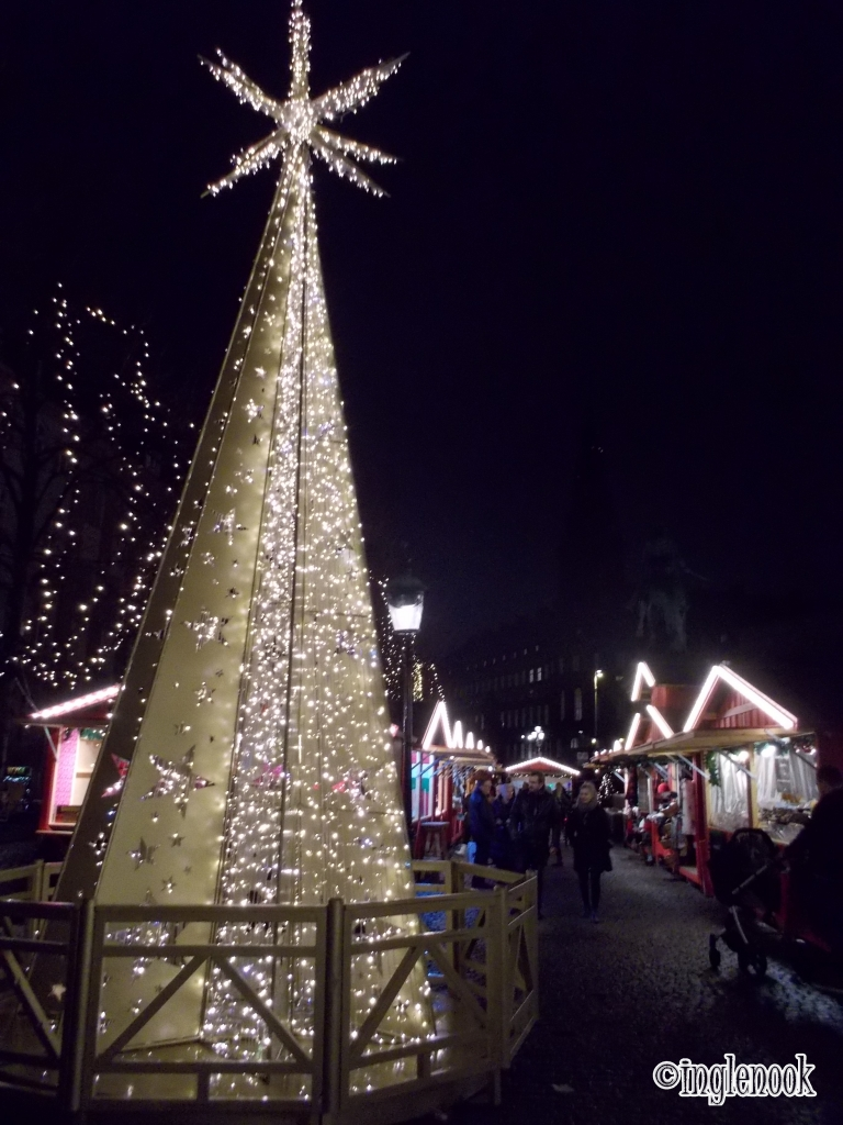 光のクリスマスツリー コペンハーゲン クリスマスマーケット ホイブロ広場 Højbro Plads