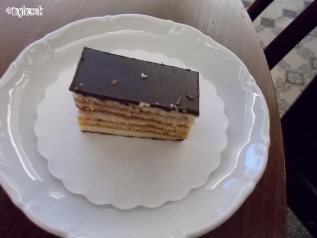 いちごジャムのチョコレートケーキ マイアスモック Kohvik Maiasmokk 一番古いカフェ