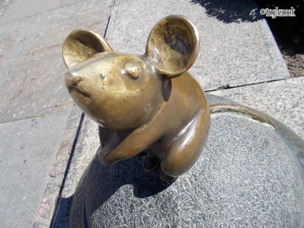 クライペダ 旧市街 ねずみ 彫像 ブロンズ像 願いがかなう