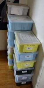 部屋に収まらなくなり、廊下を侵略しているQSLカード。一箱1000-1500枚、室内にもさらに数十箱(;_;)