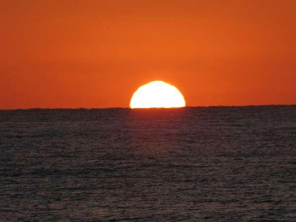 十二湖駅近くの海辺での夕日