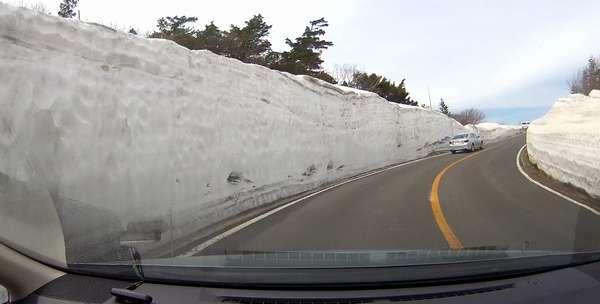 蔵王エコーライン雪の回廊