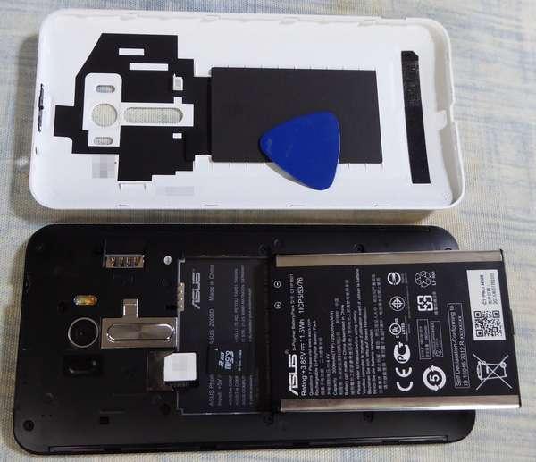 Zenfone Selfie 0sim と MicroSDを挿入しました(挿入時にカチッとならないので不安・コストダウン?)