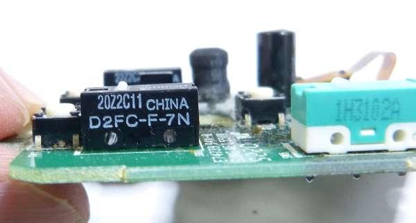 このマイクロスイッチを外します(D2FC-F-7N)