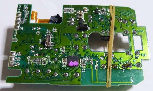 マイクロスイッチは輪ゴムで基板に密着させてから半田付け