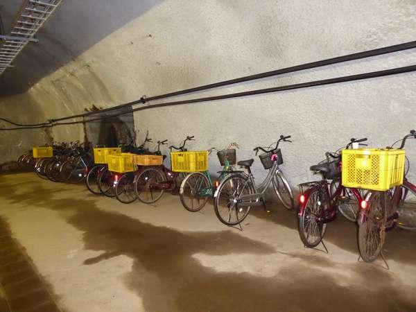 05海底下の体験坑道駅には自転車が沢山