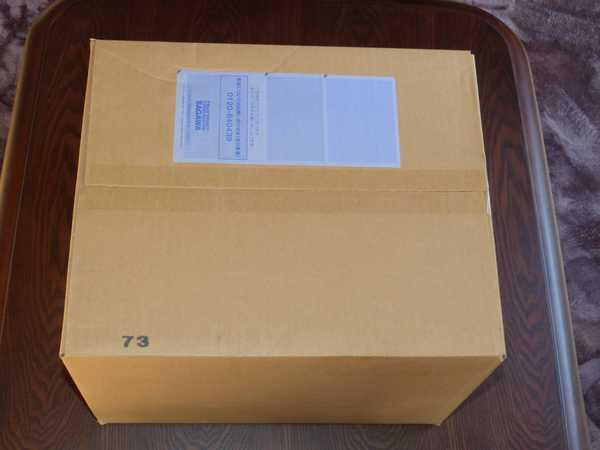 佐川急便さんで大きな箱が届きました。ゆらすとゴトゴトと音がします