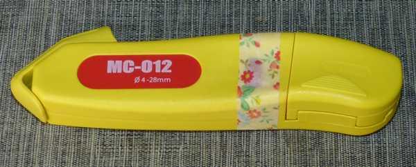 ケーブルストリッパーMC-012を購入、刃の出巾を調整するつまみが軽すぎるのでテープ固定