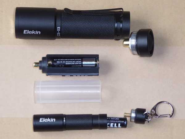 懐中電灯2個、電池4本、単四アダプタ、18650アダプタ