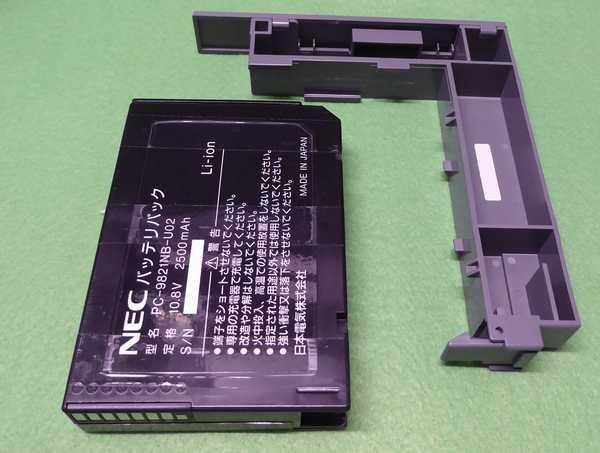 再生したバッテリパックと2ndバッテリアダプタ