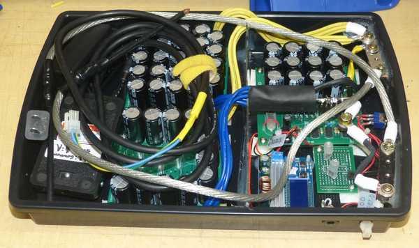 溶接機3号、後部スペースにACアダプタとフートスイッチを収納